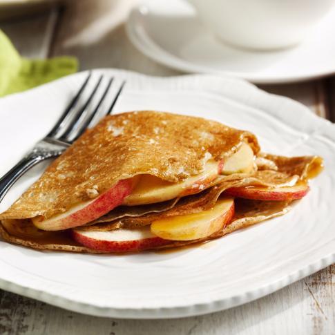 Летний десерт: блинчики с яблоками