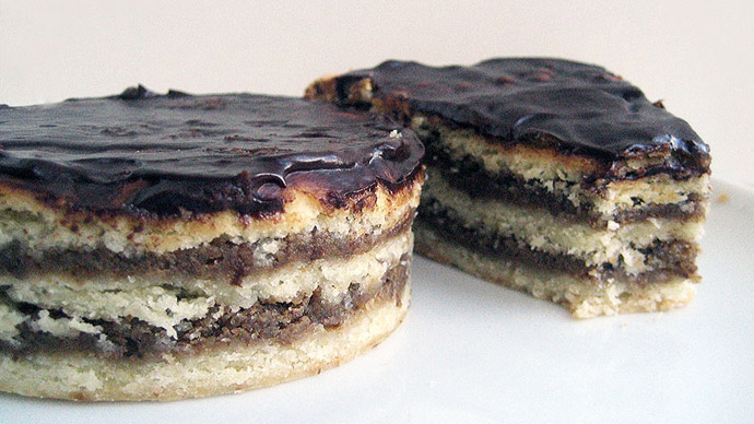 Пирог из грецких орехов с шоколадной помадкой