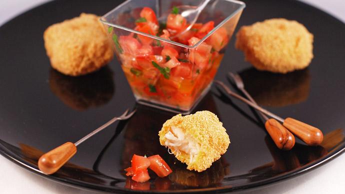 Жареная рыба в хрустящей корочке с сальсой из помидоров