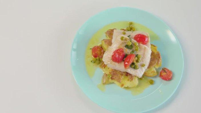 Филе судака с картофелем и лимонным соусом