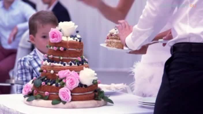 Модный голый свадебный торт