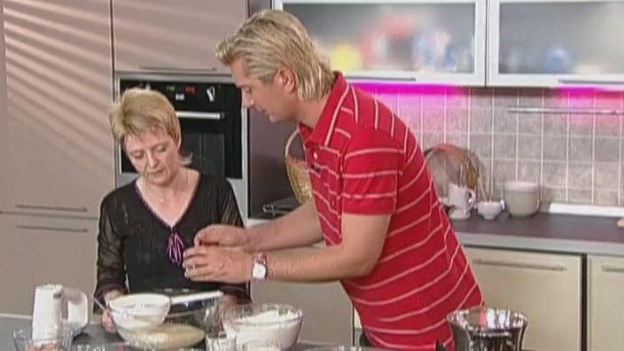 Пирожные с вишней