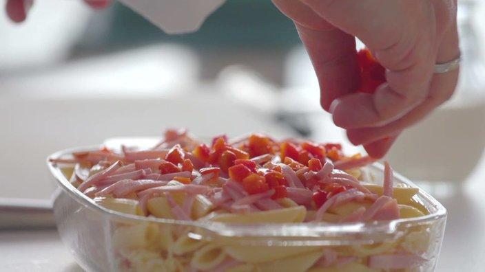 Запеканка из пасты с ветчиной и сыром