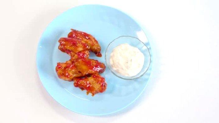 Куриные крылья в томатно-медовой глазури