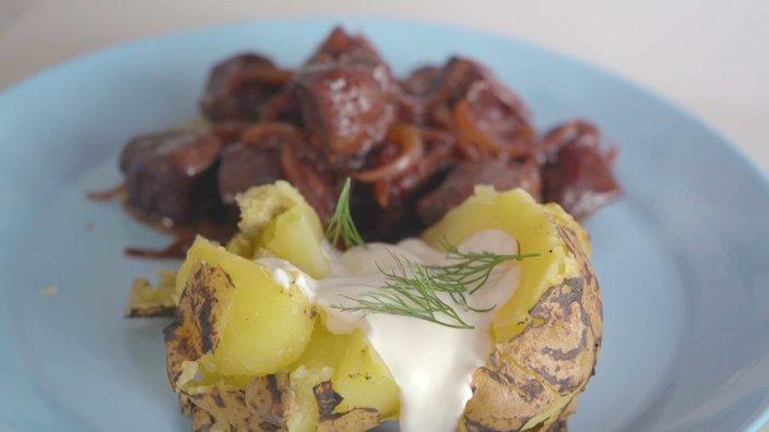 Говяжья печень в луковом соусе